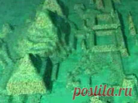 Исследователи сообщили, что разглядели на снимках дна океана четыре пирамиды, одна из которых даже якобы сделана из стекла. Архитектура напомнила канадцам культуру древней латиноамериканской «продвинутой», по их определению, цивилизации Теотиуакан доклассического периода истории Центральной Америки и Карибского бассейна.