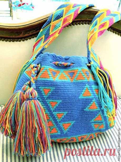 Колумбийская мочила. МК+схемы+идеи  Мне ужасно нравятся эти сумочки! Уж не знаю свяжу ли себе такую когда-нибудь... Приемы, которые используют мастера могут пригодиться в любом случае, поэтому смотрите! (С.З.)Мочила (Mochila) – традици…