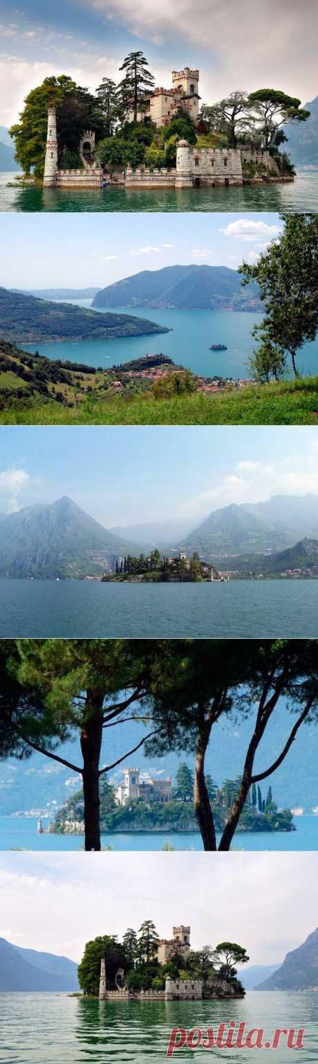 Замок на воде / Туристический спутник