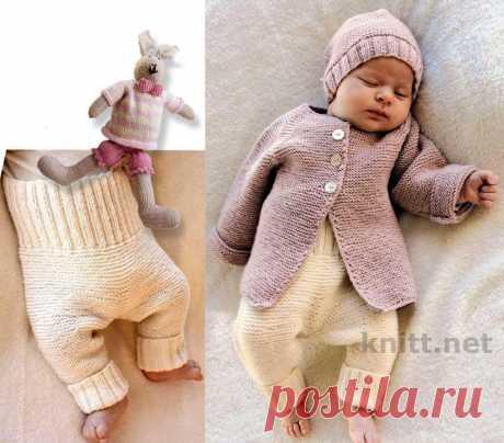 Детский вязаный комплект: жакет, штанишки и шапочка.