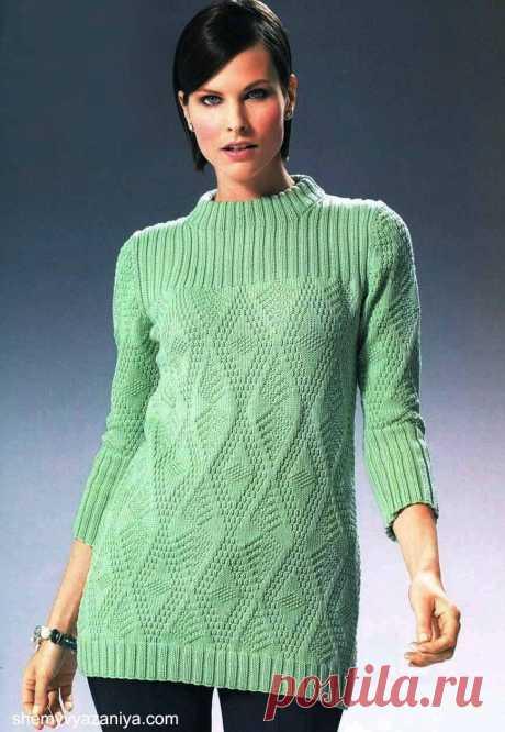 Пуловер структурным узором с воротником-стойка спицами