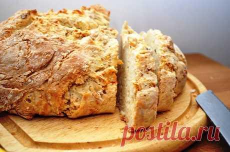 Быстрый бездрожжевой хлеб на кефире Хотите научиться печь бездрожжевой хлеб в домашних условиях? Этот рецепт быстрого содового хлеба на кефире поможет вам освоить этот процесс
