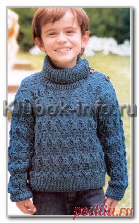 Вязание спицами. Описание детской модели со схемой и выкройкой. Однотонный свитер с фантазийным узором и застежкой на плече для мальчика 4 лет