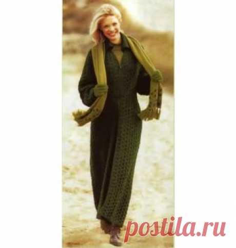 Длинное вязаное пальто спицами. Схема, техника выполнения, выкройка Длинное, до щиколоток, пальто можно носить с абсолютно любой одеждой. Размер: 38/40.