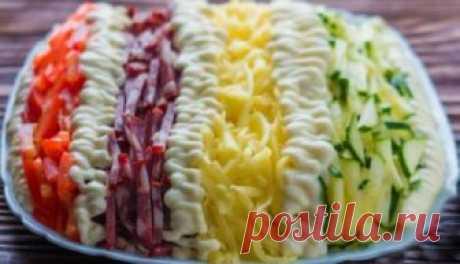 Салат «Елисейские поля». Очень вкусный Салат «Елисейские поля». Очень вкусный Салат на столе смотрится красиво и необычно, и к тому же он очень вкусный.  Ингредиенты:  200 гр копченой колбасы или ветчины, 200 гр сыра твердых сортов, 3 яйца…