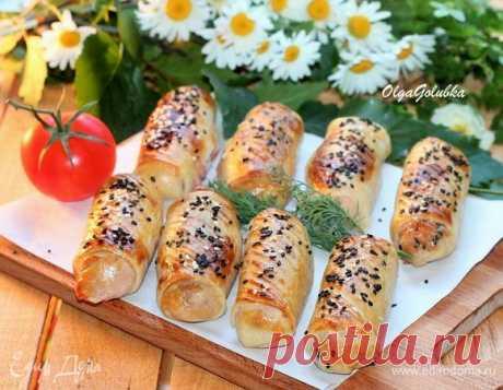 Закусочные трубочки с колбасой и луком. Ингредиенты: мука, вода, растительное масло
