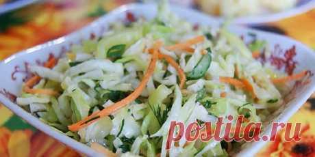 Благодаря низкокалорийным ингредиентам и уникальной заправке, овощной салат для худеющих можно есть даже ночью: никакого вреда, одна польза. Готовится он очень просто, из самого простого набора продуктов. Вся фишка салата: в его заправке.