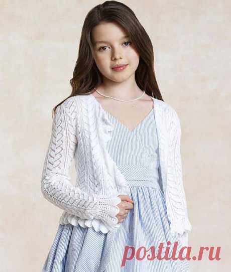White acacia. A cardigan from Ralphh Lauren.