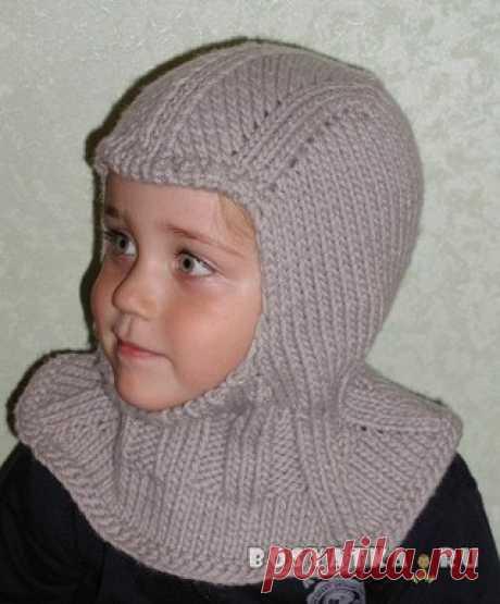 Шапка-шлем для мальчика  Одна из самых удобных моделей шапочек для ребёнка – шапка-шлем. Она сочетает в себе шапочку и воротник-манишку, что избавляет от необходимости накручивать на шею шарф и постоянно поправлять его на улице, чтобы не сползал. Сама в детстве ходила в такой гулять на горку. Бабушка вязала. Шапка-шлем одинаково хорошо подойдёт как для девочки, так и для мальчика, нужно лишь выбрать подходящий цвет и украшения. Показать полностью…