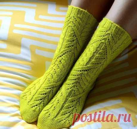 Вяжем носки спицами с красивым узором. Носки спицами описание | Домоводство для всей семьи.
