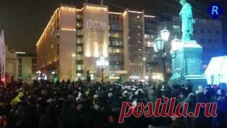 В РФ назревает бунт! - В Москве пару тысяч людей требовали отставку жуликов и воров