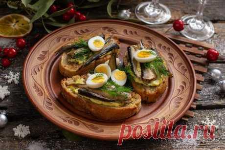 Бутерброды со шпротами - 12 вкусных рецептов.