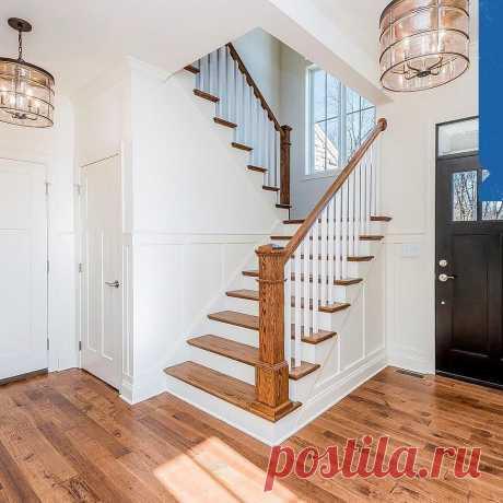 Классическая лестница, которая идеально вписалась в интерьер дома