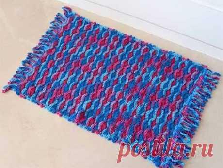 Схема для вязания коврика  Попалась схема для вязания симпатичного коврика крючком. Но этот узор вполне подойдет и для других вещей: шарфиков, покрывал, сумочек, подушек и т. д.  Можно его использовать и для вязания одежды. Ос…