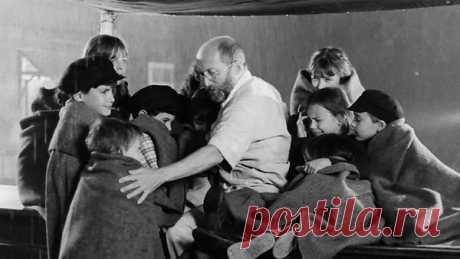 """Не все люди мерзавцы!"""" - сказал нациcтам человек, вошедший в газовyю камеру вместе с детьми..."""