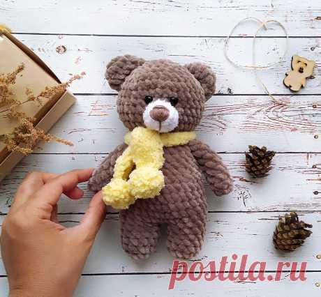 PDF Милый плюшевый мишка крючком. FREE crochet pattern; Аmigurumi animal patterns. Амигуруми схемы и описания на русском. Вязаные игрушки и поделки своими руками #amimore - плюшевый медведь, медвежонок, мишка из плюшевой пряжи.