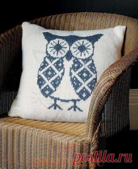 Наволочка для подушки «Oswald Owl» украшена большим рисунком совы. Спицами. / DAMские PALьчики. ru