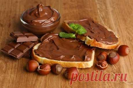 Шоколадная паста Нутелла   источник Сделай сам!           Шоколадная паста НутеллаИнгредиенты:1 стакан молока (250 мл)3 стол.ложки какао порошка3 стол.ложки сахара3 стол.ложки муки70-80 грамм сливочного маслаПриготовление:1. …