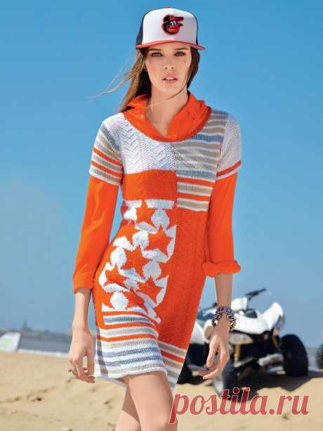 Вязаное платье в спортивном стиле