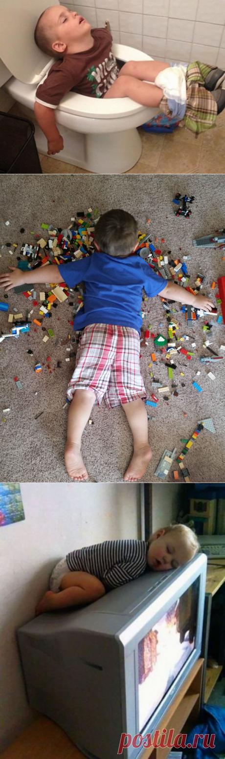 30 pruebas de lo que los niños pueden dormir en cualquier parte, de cualquier manera y cuando desea