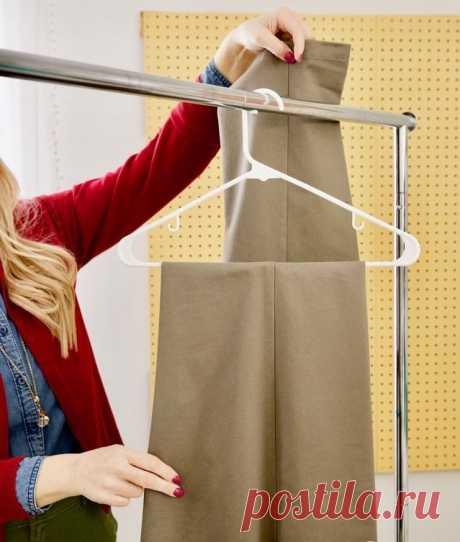Совет от профессиональных портных: лучший способ повесить брюки
