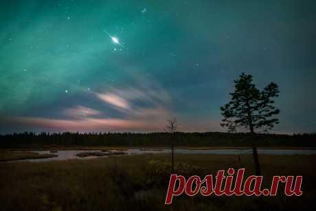 La llamarada del satélite Iridium-55, la región de Múrmansk. El autor de la foto: Vadim Ivchenko. Los buenos sueños.