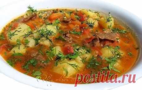 """Суп """"Шупра"""" Ингредиенты: -500 г баранины или говядины -5-6 шт. картофеля -2 шт. болгарского перца -2 шт. помидоров -1 большая морковь -1 большая головка лука -2-3 зубчика чеснока -2 ст.л. томатной пасты -соль -перец -зелень по вкусу Приготовление: 1.В казанке на растительном масле обжарить лук. 2. Добавить мясо. 3. Хорошо обжарить. 4. Пока жарится мясо, порезать соломкой морковь 5. И болгарский перец 6. В готовое мясо добавить помидоры (порезанные кубиками) 7. Затем добавить болгарский перец и"""