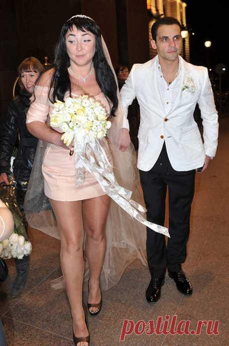 Топ-5 нелепых свадебных платьев на примере звёзд
