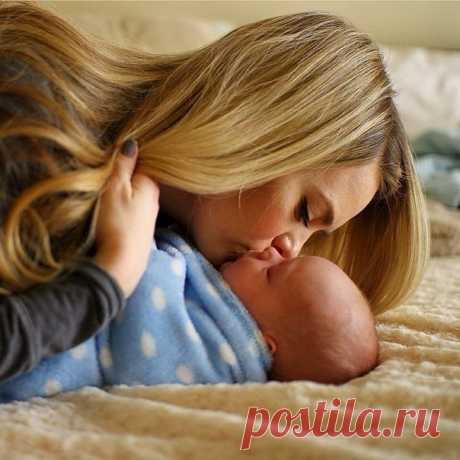 У меня растет сынок. Маленький, но сильный! Он поможет мне во всем, на ступеньках жизни. Мой защитник, мой герой - пухленькие щёчки. Счастье есть у мам, и это - наши ангелочки!