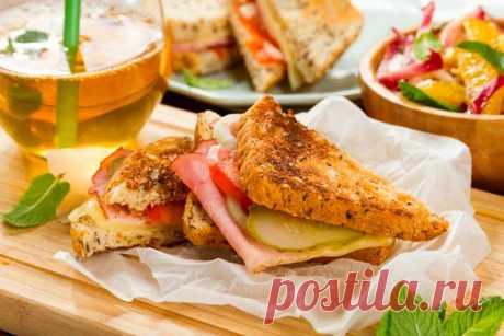 Простой завтрак с бутербродом и салатиком – пошаговый рецепт с фото.