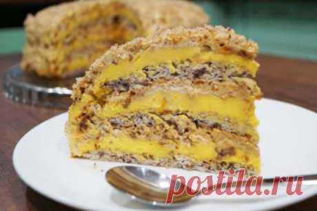 Любимый торт «Египетский». Готовлю каждый месяц   Тесто: На каждый корж:  3 белка 2.5 ст.л. сахара 1/2 ст.л. муки 50 гр. молотого ореха (грецкого или фундука).  Всего таких три коржа,т.е.указанные ингредиенты берём по 3 раза и выпекаем каждый корж…