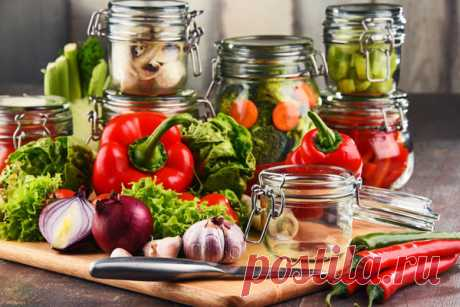 9 рецептов вкусных овощных салатов на зиму  Заготовки на зиму из овощей чрезвычайно разнообразны. Соленья, маринады, всевозможные салаты — в кулинарной книге каждой хозяйки найдется немало рецептов. Предлагаем пополнить свою копилку интересным…