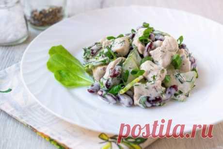 Салат с фасолью и свежими огурцами