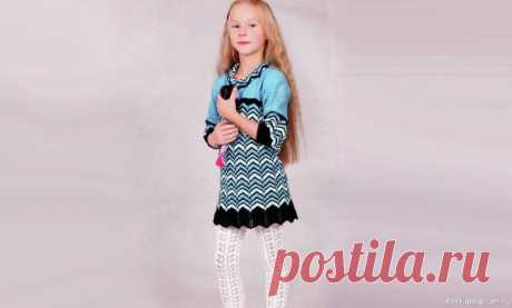 Вязаное платье для девочки. Схема и описание | Вязание спицами для детей Вязаное платье для девочки 6 лет связано спицами пряжей голубого цвета - красивая, оригинальная модель на лето.Размеры:на 5-6 летВам понадобится для вязания:200 г пряжи темно-голубого цвета (100% акрил, 280 м/100 г), 100 г пряжи голубого цвета, 100 г пряжи светло-голубого цвета, 100 г...
