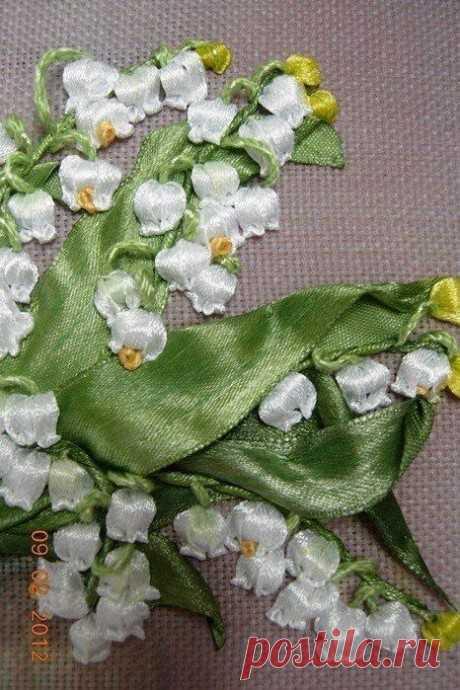 Вышивка ландышей атласными лентами