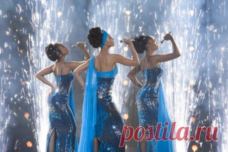 ༺🌸༻ «Девушки мечты» (Dreamgirls) — музыкальная драма студии Dreamworks, снятая в 2006 году по мотивам одноимённого мюзикла, в основу которого легла история успеха и распада мотауновского девичьего трио«The Supremes», впоследствии известной как «Diana Ross & The Supremes». «Девушки мечты» является самым дорогим фильмом в истории американского кинематографа, в котором в главных ролях снимались аф...