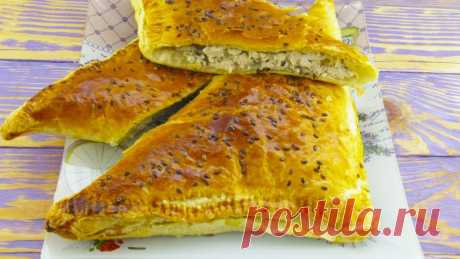 Пирог с курицей из слоеного теста. Готовьте две порции сразу!