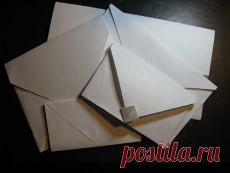 Сложить конверт из бумаги а4 для денег, подарочный Все чаще в виде подарка выступают деньги или подарочные сертификаты. Лучшей упаковкой такого подарка станет конверт из бумаги сделанный своими руками, тем более, что это совсем не сложно.
