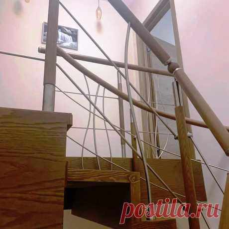 Лестница консольная с комбинированными перилами