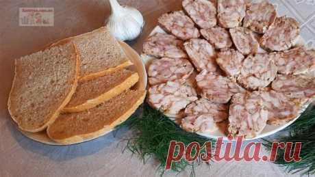 Домашняя куриная колбаса Очень просто и быстро можно приготовить домашнюю куриную колбасу! Вашего времени понадобится не больше 15 минут, все остальное сделает духовка!Ингредиенты:куриные бедра – 600 гр.;чеснок – 1 зуб.;соль – 0,5 ч.л.;черный молотый перец – 0,5 ч.л.;паприка – 0,5 ч.л.Приготовление:Для...