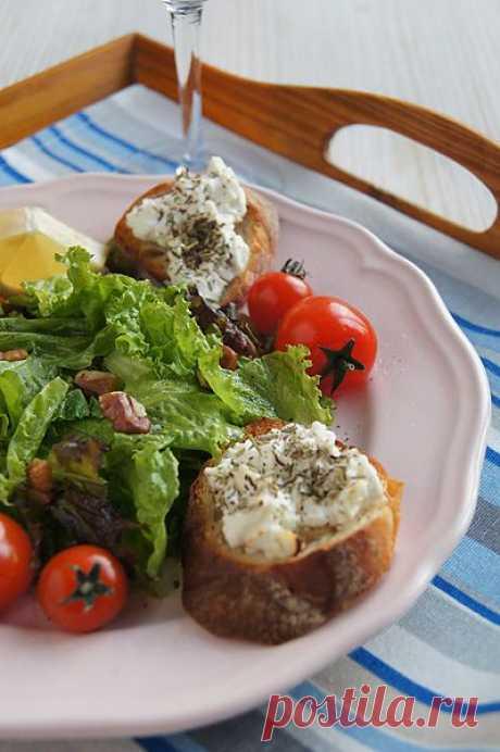 Заметки на кухонных занавесках - Зелёный салат с черри и крутонами с козьим сыром