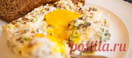 Яйца в облаках, оригинальная яичница | Рецепт с фото