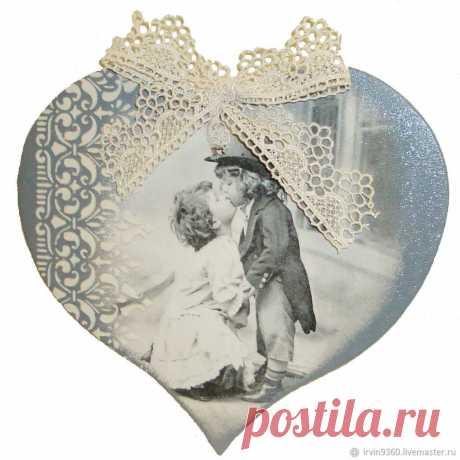 Первый поцелуй – купить на Ярмарке Мастеров – NIQG8RU | Подарки на 14 февраля, Москва Первый поцелуй в интернет-магазине на Ярмарке Мастеров. Панно-валентинка ручной работы выполнено в стиле ретро. Подойдет как приятный подарок на день святого Валентина, 8 марта и просто как знак внимания. Украсит Ваш интерьер.