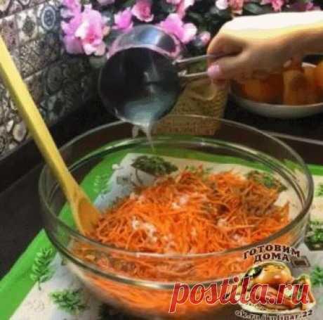 МОРКОВЬ ПО-КОРЕЙСКИ НАСТОЯЩИЙ РЕЦЕПТ КАК НА РЫНКЕ🥕🥕    Сохраняйте рецепт, такая морковь - отличная закуска!   Готовлю по этому рецепту больше 15 лет.  Просто изумительный рецепт!   Некоторые обжаривают в морковь лук или используют масло, в котором жарился лук - я не люблю. Орехи по желанию. Мама добавляет много, я 1-2 ст.л. .  🛒Ингредиенты: ________________  🥕Морковь - 8 шт (800г) 🥕Чеснок - 2 маленьких головки 🥕Подсолнечное рафинированное масло - 100 мл 🥕Уксус 9% - ...