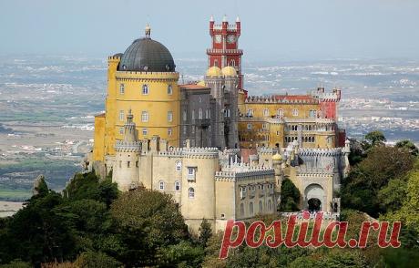 Дворец Пена (Palacio da Pena), Португалия.