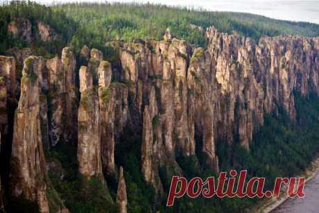 Самые красивые места России  Готов поспорить, о половине из них вы даже не знали.   Россия — огромная неизведанная страна. Порой достопримечательности экзотических курортов или знаменитые памятники европейской архитектуры извест…