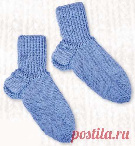 Вязание носков на 5 спицах Как связать носки на 5 спицах для начинающих. Пошаговое вязание носков на 5 спицах. Носки не считаются совсем простым изделием, но если вы решили освоить круговое вязание на спицах, то стоит начать именно с вязания носков на 5 спицах.