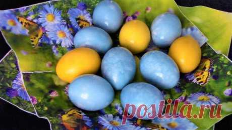 Как легко, просто и красиво покрасить яйца на пасху натуральными красителями.Краска не облезает и не пачкает руки.