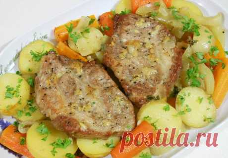 Свинина с овощами в рукаве для запекания.  Рецепт вкуснейшего блюда из свинины (шейная часть), картофеля, моркови и репчатого лука.