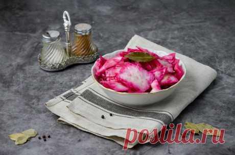 Капуста с чесноком и свеклой быстрого приготовления рецепт с фото пошагово и видео - 1000.menu